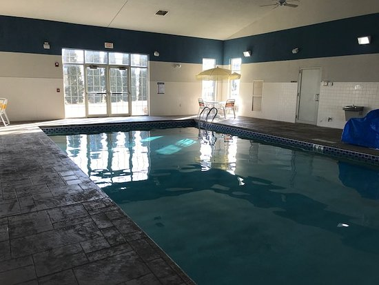 Quality Inn & Suites: There is a decent-sized swimming pool and a small hot tub.