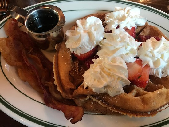The Guenther House Restaurant: Strawberry Waffle Platter