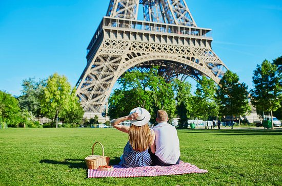 VIP Eiffel Tower Tour & Summit Access