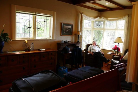 Shelbourne Villa: Sunny corner to relax in the room