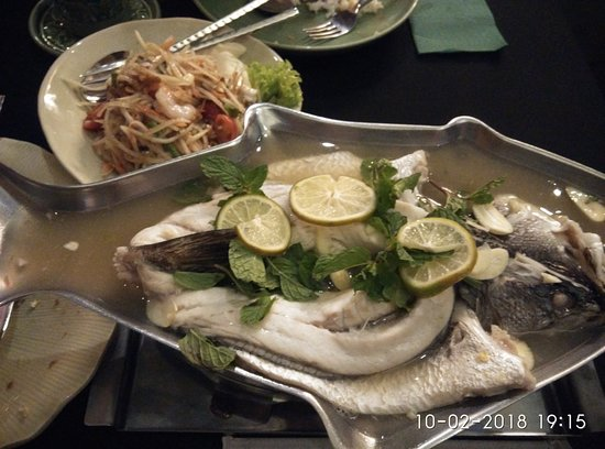 Celadon: Excelent steam lemon steam fish.