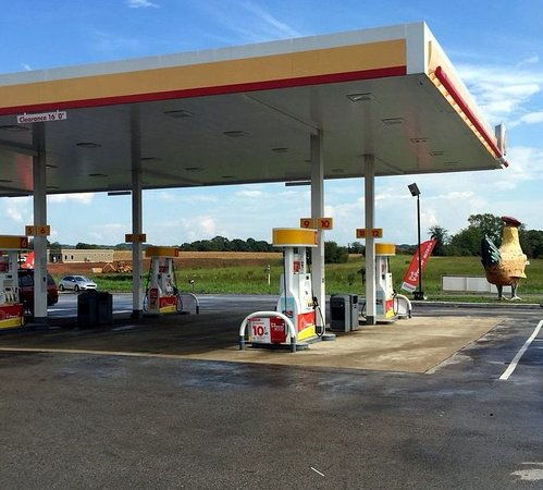 Elkton, Τενεσί: Shady Lawn Truck Stop has Shell gas