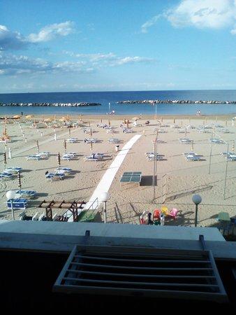 Hotel giordano spiaggia pensione torre pedrera italia for Bagno 72 rimini