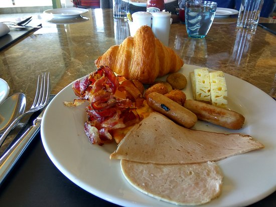 JW Cafe: Hearty Breakfast