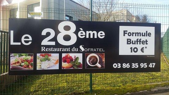 Joigny, France: extérieur