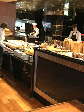 Park Hyatt Hamburg: Breakfast buffet, difficult to reach items in the back.