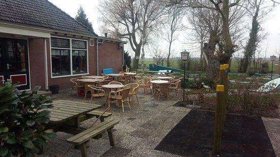 Hensbroek, Belanda: Ook midgetgolf aanwezig.
