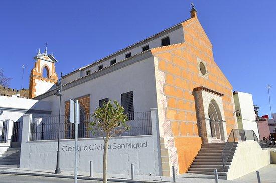 Alcalá de Guadaira, España: Fachada principal del Centro San Miguel