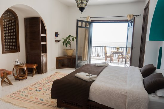 Private Double Bedroom With A Bathroom Balcony Towards The Ocean