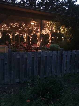 Bruce, MS: Festive atmosphere at Cart Barn Inn