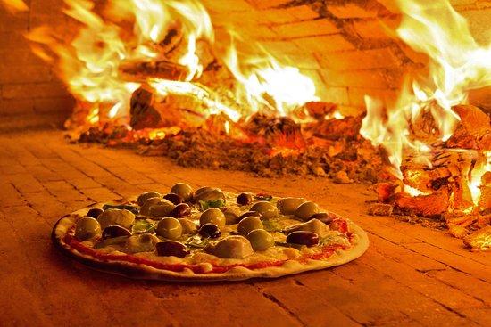 Amore e fantasia puerto banus restaurant reviews phone number photos tripadvisor - Zoom pizza puerto banus ...