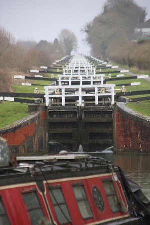 Caen Hill Locks: All closed up.