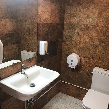 Mieres, Spain: Fotografia actual de los baños