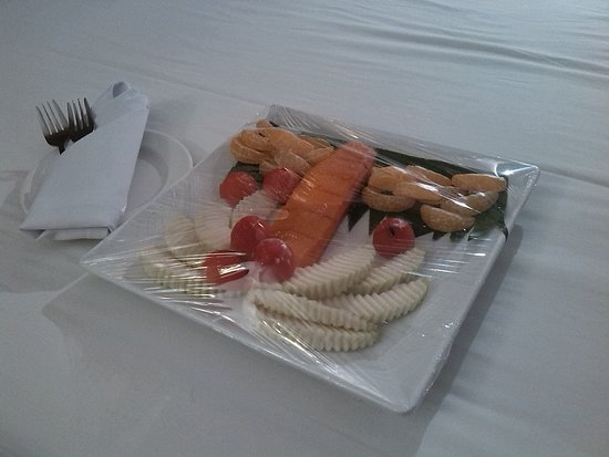 Holiday Garden Hotel: Welcoming snack in your room