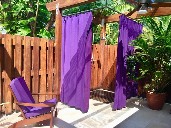 Victoria House Resort & Spa: Outdoor shower at the spa