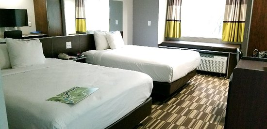 Microtel Inn & Suites by Wyndham Bryson City: 20180324_183358_large.jpg