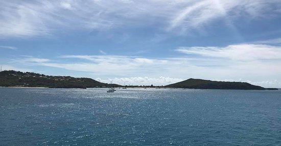 Mayreau: View of the bay from the cruise ship
