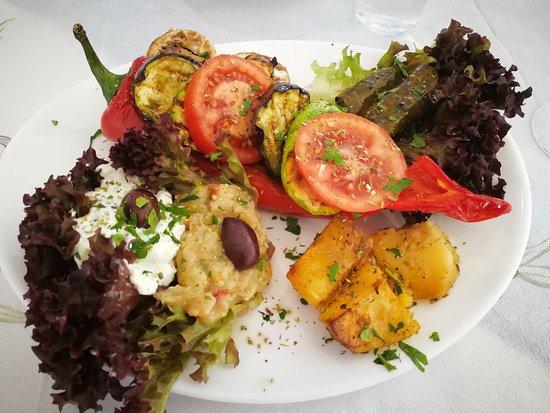 Zorbas Land KG: Отличное место- очень вкусно, хороший сервис, приятные комплименты(пита в начале трапезы и какие