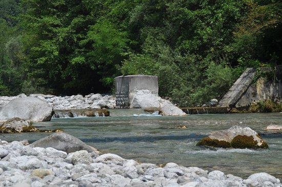 Friuli-Venezia Giulia, İtalya: In Vallata o Passerella, scivolo con piscina naturale