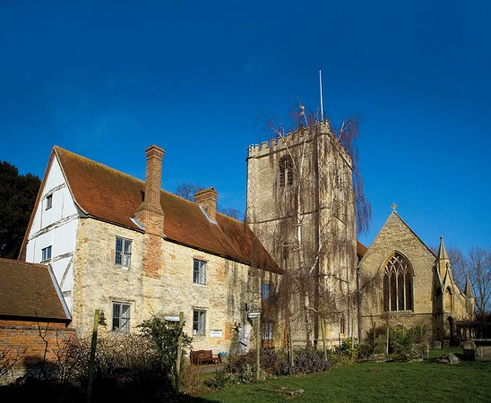 Dorchester-on-Thames, UK: Stunning location right next to the Abbey
