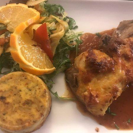 София-Антиполис, Франция: Pork chops with a savoury flan & salad - Dish of the day a few weeks back
