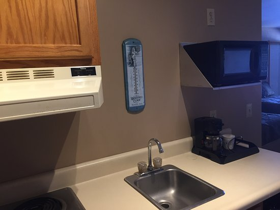Waterport, NY: Large rooms come with kitchenette