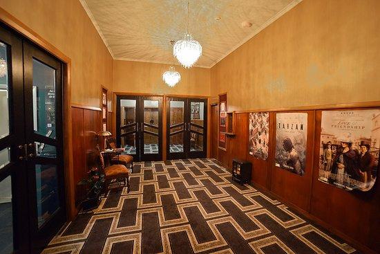 Opunake, Nowa Zelandia: Front Foyer