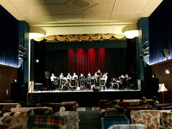 Opunake, Nowa Zelandia: Not just a movie theatre. Jazz concert performing on the stage.