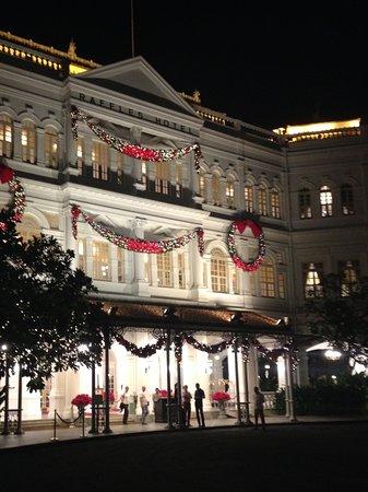 Raffles Hotel Singapore: Picture taken outside main entrance