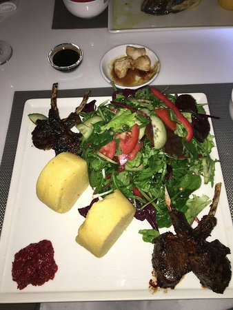 Hotel Christina: Braised lamb chops with polenta and salad