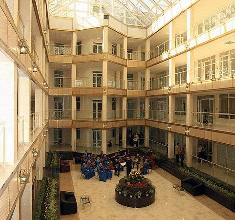 Grozny, Rusia: актовый зал библиотеки и рабочие кабинеты сотрудников