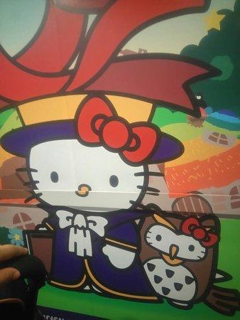 Sanrio Hello Kitty Town : hello kitty in the lift