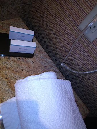 Embassy Suites by Hilton Loveland - Hotel, Spa and Conference Center: hair rolled up in bathtowels