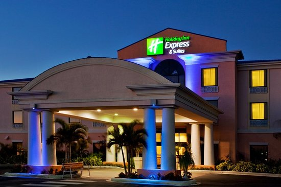Holiday Inn Express Hotel & Suites: Exterior
