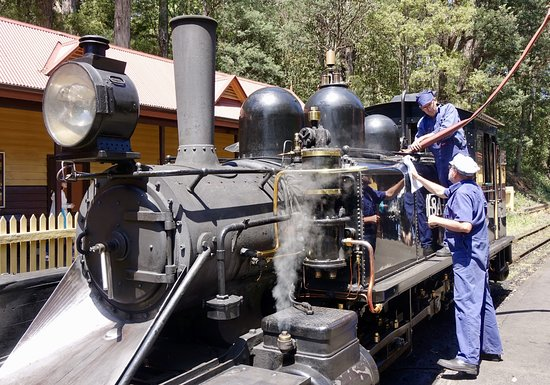 Puffing Billy Railway: Puffing Billy refueling