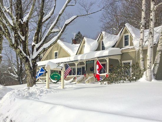 Warren, VT: Winter Snow at West Hill House B&B