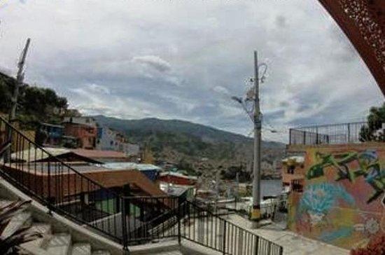 スラムツアー:Comuna 13のUrban Escalator
