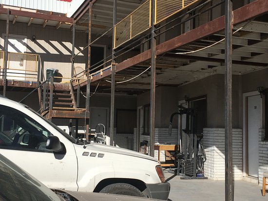 Alpine, TX: Clutter. They need to remove this stuff.