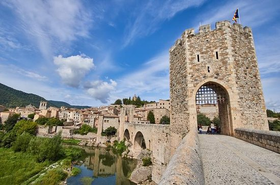 Private Tour: Three Medieval Towns...