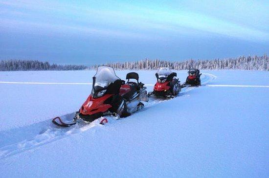 Snowmobile Safari a Arctic Snow Hotel