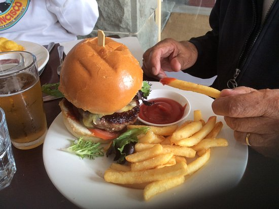 Grand Pacific Hotel Lorne: That was a nice burger, very filling