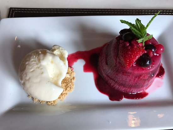 Friston, UK: Summer Fruits Pudding with Clotted Cream Ice Cream