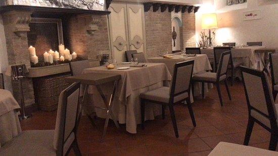 Sala pranzo picture of ristorante righi city of san for Sala pranzo 12 mq
