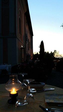 Logge Del Perugino W&B Resort : Romantica Cena di Ferragosto... in giardino!!!!