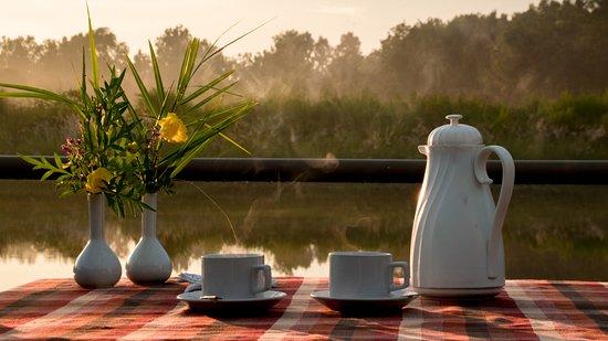 Asteya Kanha: morning tea & sunrise by the lake
