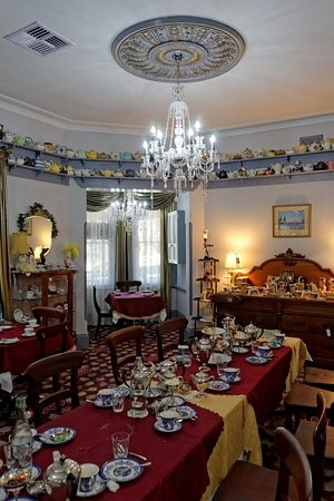 Bygone Beautys: Tea Room