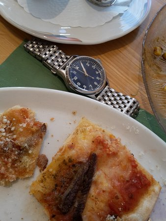 Hospental, สวิตเซอร์แลนด์: Dekicious yak pizza... and Geckota K1 40mm pilot watch...