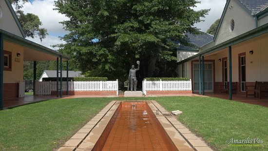 Foyer Museum Parking : Memorial park picture of bradman museum international
