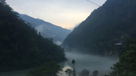 East Sikkim, Indien: Clouds seen above Teesta River