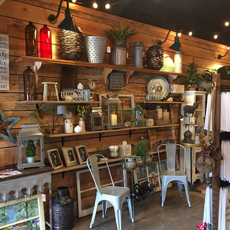 Travelers Rest, SC: Antiques collectibles, farm house decor, candles, tea towels , and more! There's something for e